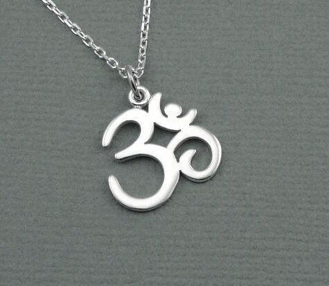 dije-simbolo-om-omm-mantra-hindu-yoga-plata