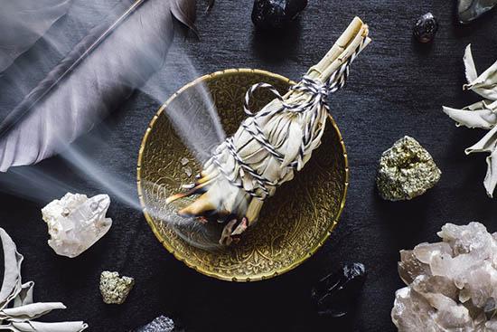 ritual de purificación con salvia