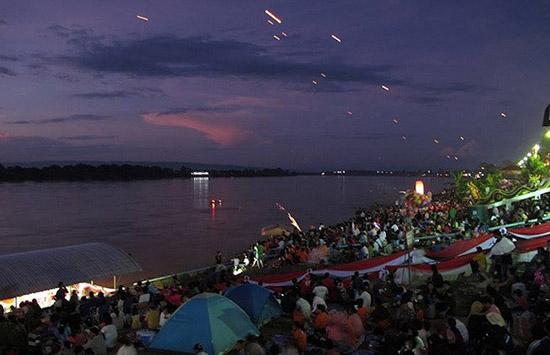 río Mekong bolas de fuego de nagas